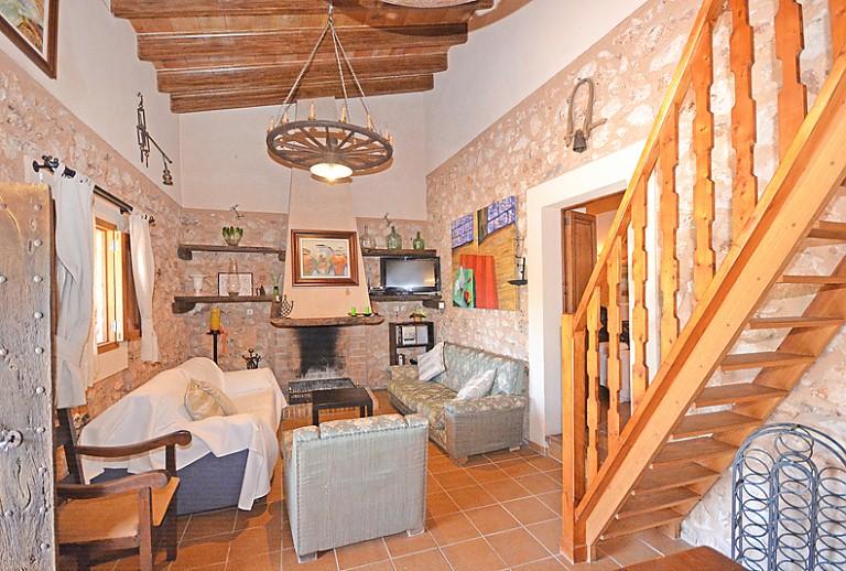 kleine finca bei llubi f r 6 personen mit pool. Black Bedroom Furniture Sets. Home Design Ideas