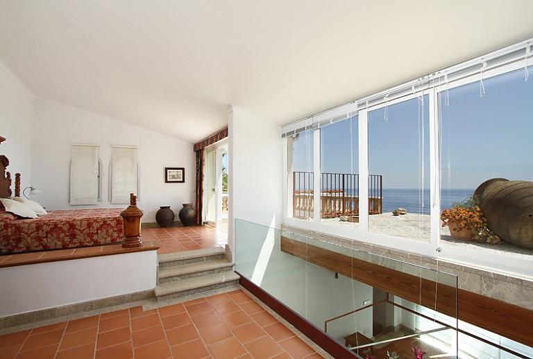 ferienhaus am strand bei cala ratjada f r 10 g ste. Black Bedroom Furniture Sets. Home Design Ideas